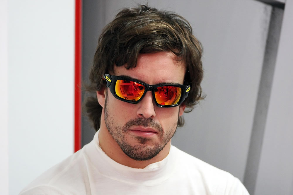 Fernando Alonso con Oakley Scalpel en el Gp F1 India 2011